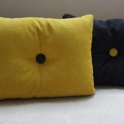 Coussin jaune recto, noir verso
