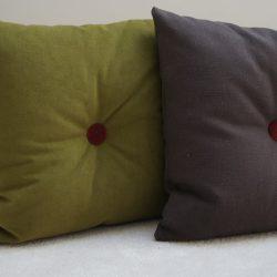 Coussin velours vert et coton/lin brun