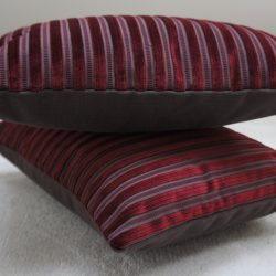 Coussin rayures velours rouge