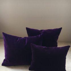 Coussin velours violet prune